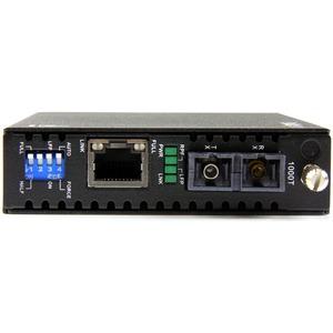 StarTech.com Gigabit Ethernet Single Mode Fiber Media Converter SC 40 km - 1000 Mbps - Supports standalone operation; or i
