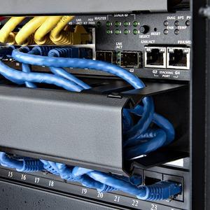 """StarTech.com 1 HE 19"""" Rangierpanel / Kabelordner Kabelmanagement mit Abdeckung - 1U Höhe - 19"""" Breite - Stahl"""
