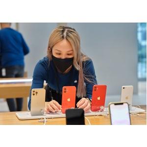 """Smartphone Apple iPhone 12 Pro A2407 256 Go - 5G - Écran 15,5 cm (6,1"""") OLED2532 x 1170 - 6 Go RAM - Argenté - Barre - 2 S"""